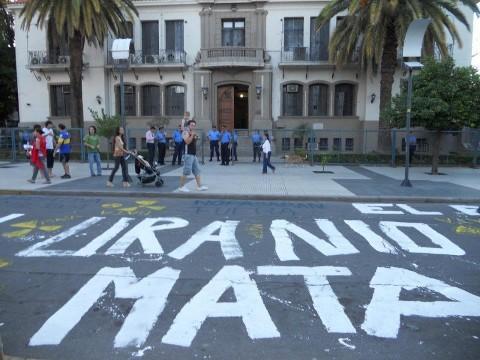 Luchas en Salta y La Rioja